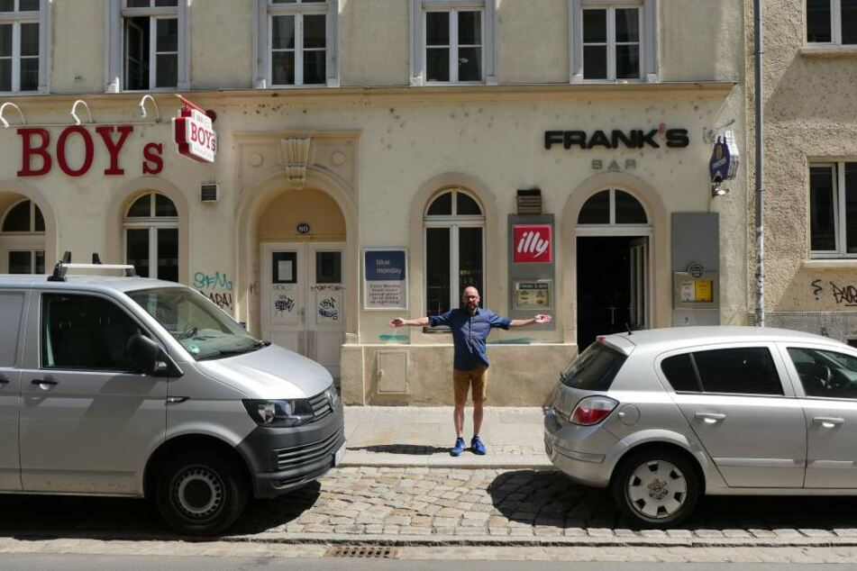 """Barmann Frank musste schon umplanen:  Jetzt klappt's doch mit der gemeinsamen DJ-Bühne mit der """"Boy's""""-Bar."""