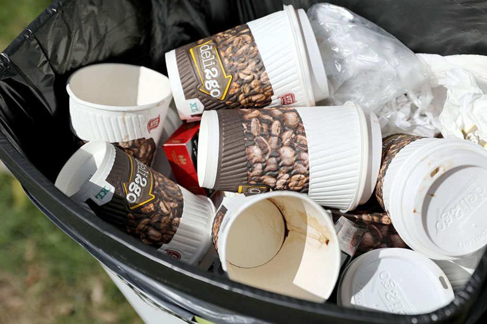 Gift für die Umwelt: Jährlich landen etwa 2,8 Milliarden Pappbecher im Müll.