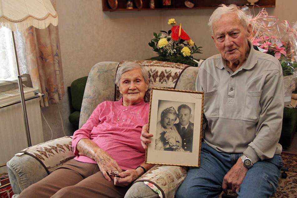 Kaum zu glauben: 75 Jahre liegen zwischen dem Hochzeitsfoto und heute.