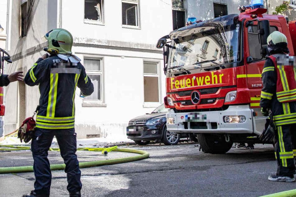 Die Feuerwehr sperrte den Offenbacher Starkenburgring im Verlaufe der Löscharbeiten (Symbolbild).