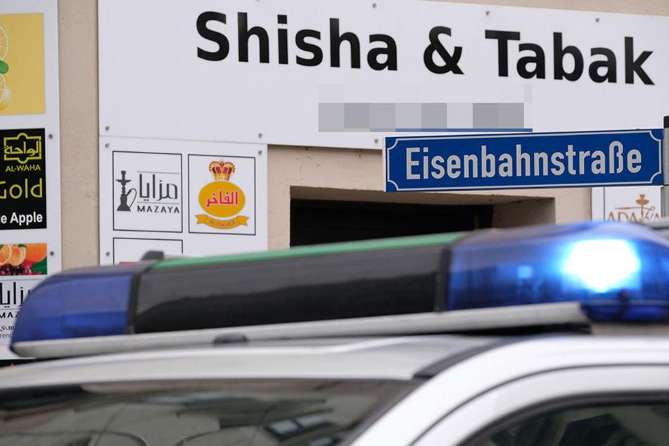 Tatort Eisenbahnstraße: Brutalo-Gang tritt auf am Boden liegenden Mann ein