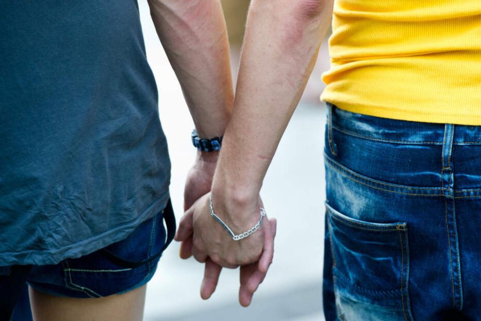 Medikamente können die HIV-Übertragung bei schwulen Paaren stoppen. (Symbolbild)
