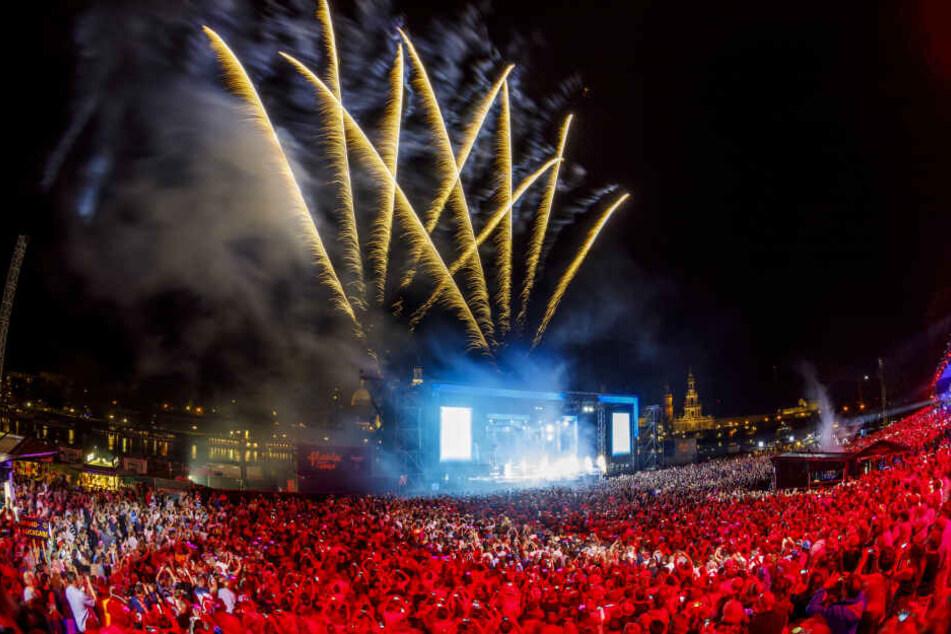 Die Kaisermania lockt jedes Jahr Tausende Fans ans Dresdner Elbufer.