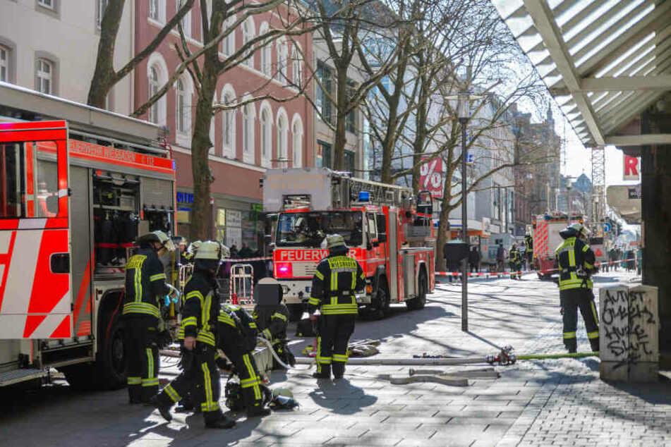 Die Einsatzkräfte der Feuerwehr rückten sofort an und hatten den Brand schnell unter Kontrolle.