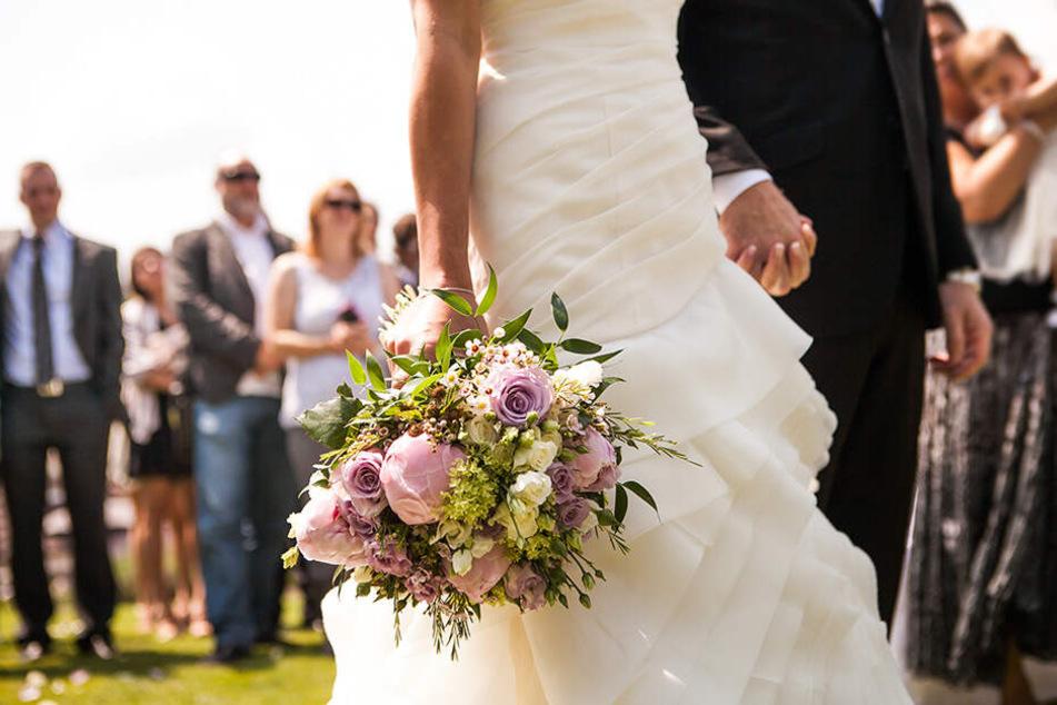 Das Brautpaar erlaubte immerhin, dass Kinder bei der Zeremonie dabei sein dürfen, nicht aber bei der anschließenden Party.