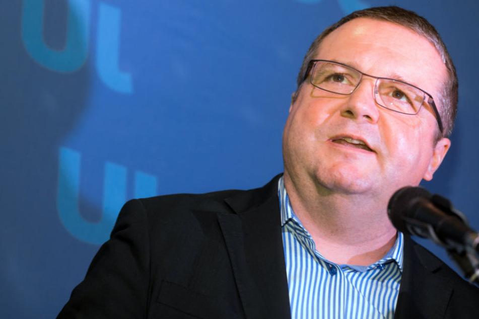 Stefan Mappus (CDU), früherer Ministerpräsident von Baden-Württemberg gibt zu, dass es bei Stuttgart 21 Fehler gegeben hat.