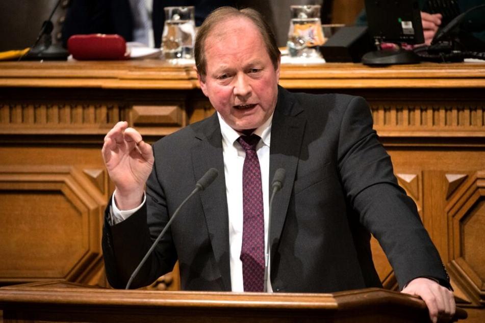Dirk Nockemann spricht auf der letzten Bürgerschaftssitzung vor der Wahl.