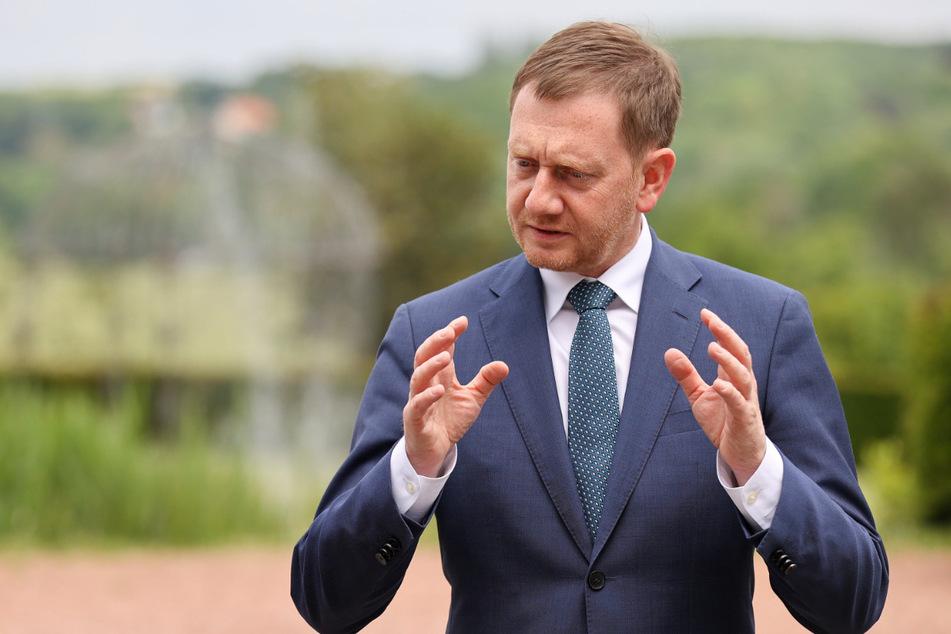 Ministerpräsident Michael Kretschmer (45, CDU) erklärte den Grund für die strengen Regeln, die ab Montag in Kraft treten.