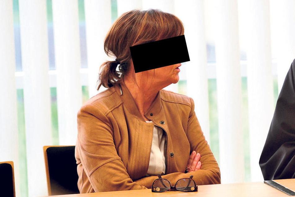 Sie schweigt: Konstanze G. (60) muss sich seit Dienstag wegen fahrlässiger Tötung vor dem Chemnitzer Amtsgericht verantworten.