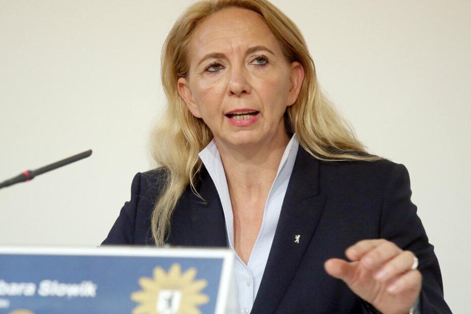 Barbara Slowik, Polizeipräsidentin, spricht bei der Pressekonferenz.