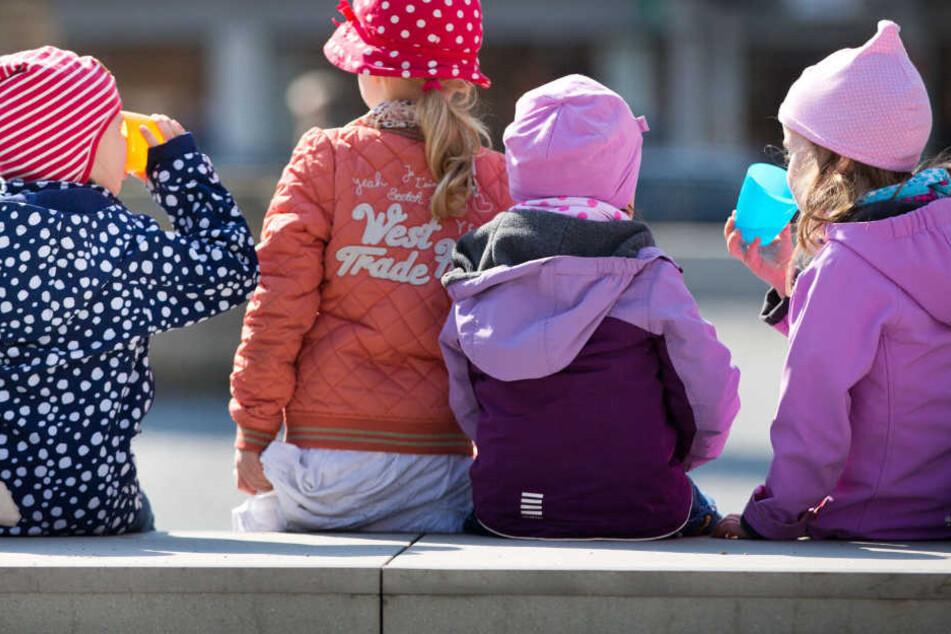 Ein Erzieher hat gestanden, mehrere Kinder in einem Kindergarten sexuell missbraucht zu haben. (Symbolbild)