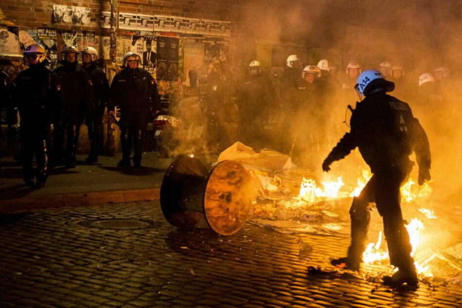 Polizisten im Feuer - im realen Einsatz.