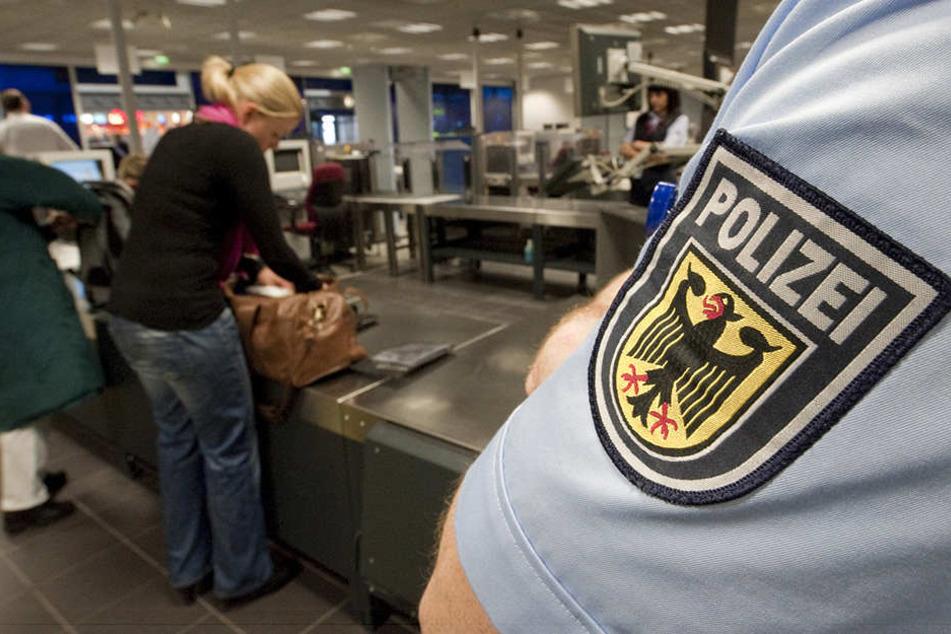 Seit Freitag gibt es auch am Flughafen Leipzig/Halle einen Datenabgleich eines jeden Reisenden mit der Fahndungsdatei. (Symbolbild)