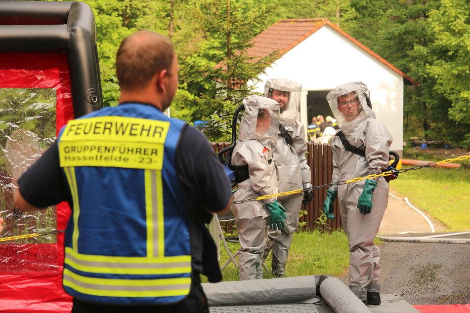 Mehr als 80 Feuerwehrleute, darunter auch ABC Einsatzkräfte wurden zum Gefahrgut-Einsatz in Elend alarmiert.