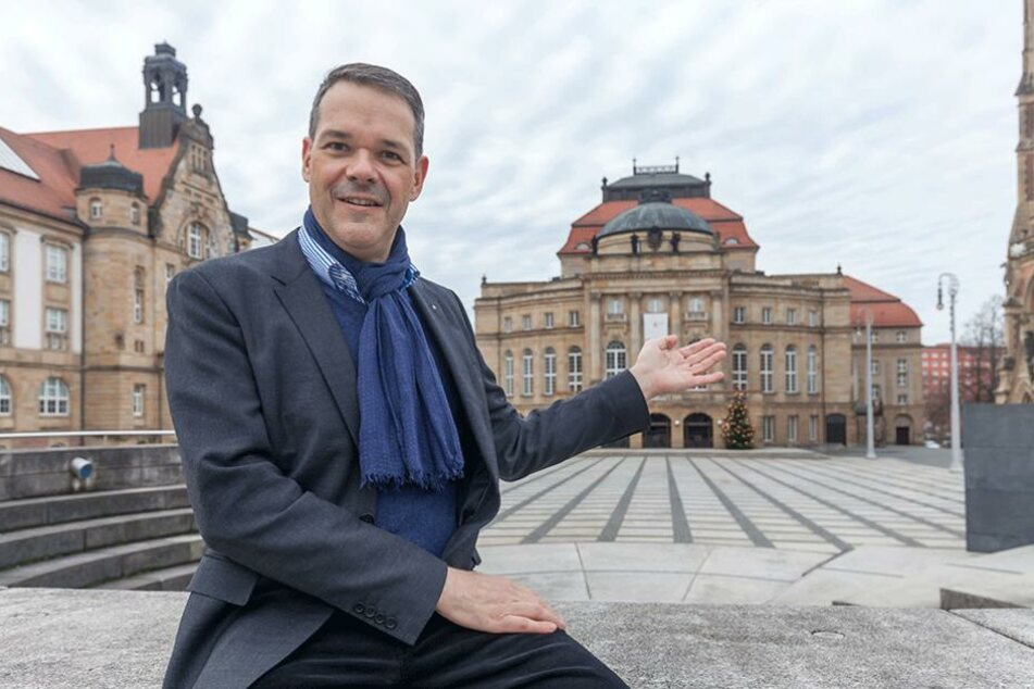 Generalintendant Christoph Dittrich (50) geht neue Wege – das Publikum soll darüber abstimmen, wer an der Oper inszenieren darf.