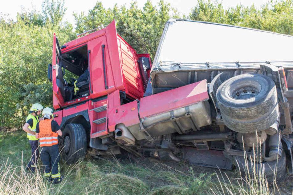 Bei dem Unfall wurde der Fahrer des Lkw leicht verletzt.