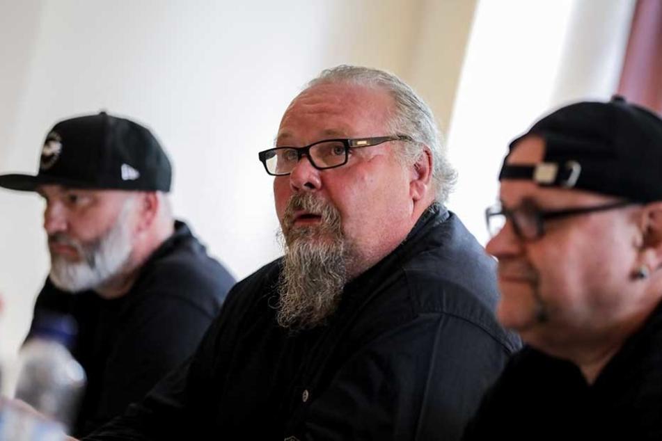 Mitglieder der Hells Angels MC Nomads, Dirk Fähnrich (l-r), Andre Sommer und Django geben in Berlin eine Pressekonferenz zu der bevorstehende Demonstration.