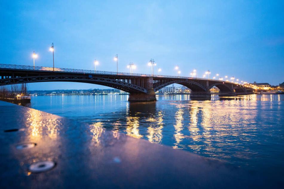 Rund 44.000 Autos überqueren die Theodor-Heuss-Brücke in der Regel täglich.