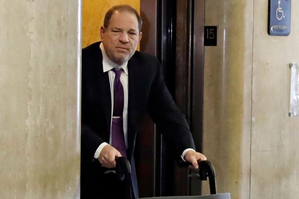 Weinstein im Februar 2020 auf dem Weg ins Gericht.