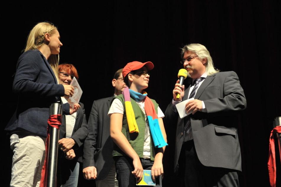 Singa Gätgens mit Schlingel-Maskottchen Sven Leuoth und Geschäftsführer Michael Harbauer.