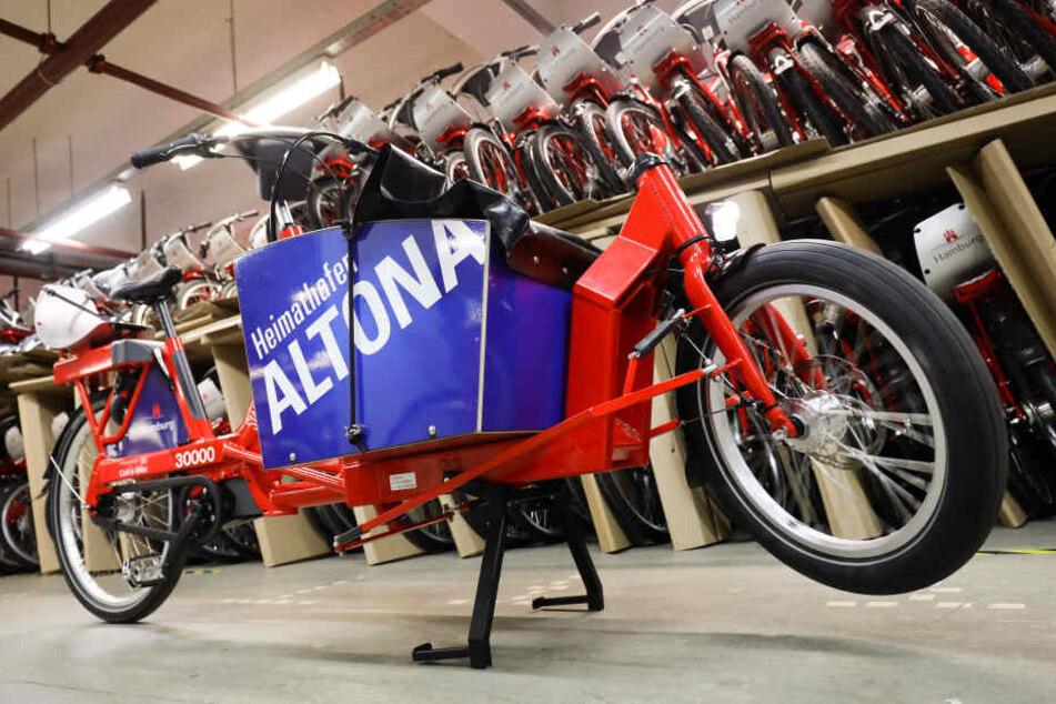 Ein elektrisch unterstütztes Lastenfahrrad (Pedelec) bei der Vorstellung der neuen Stadtrad-Fahrräder im Fahrradleihsystem Stadtrad: Hamburgs Stadtrad-Fahrräder können von Februar an nach rund einmonatiger Pause wieder ausgeliehen werden. Ers