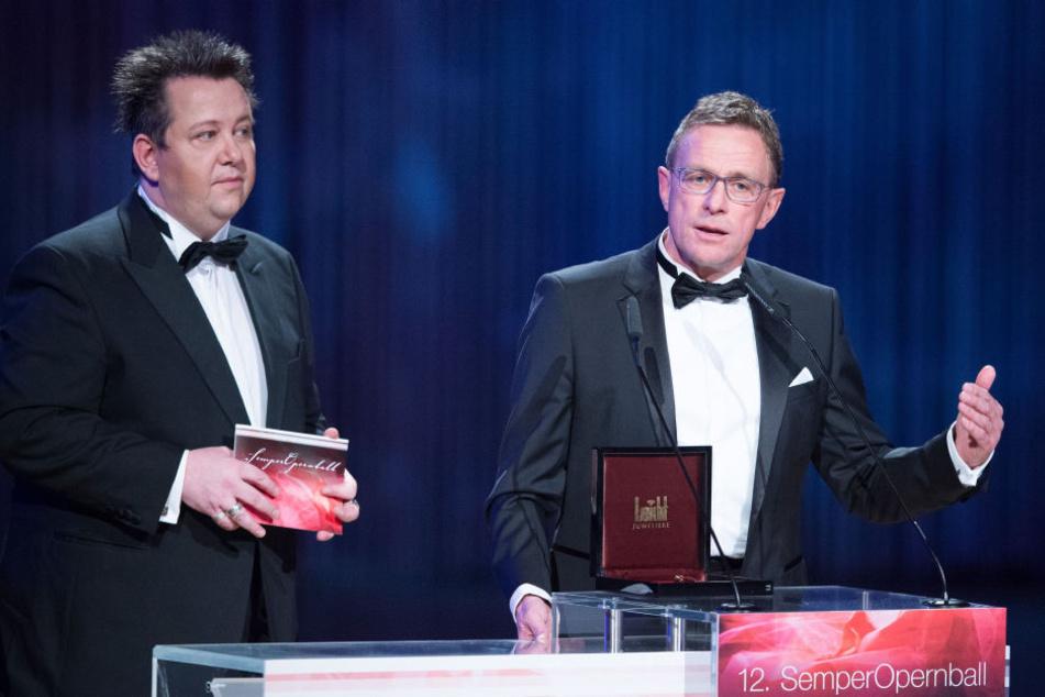 """""""Prinzen""""-Krumbiegel (50) und Rangnick auf der Bühne."""