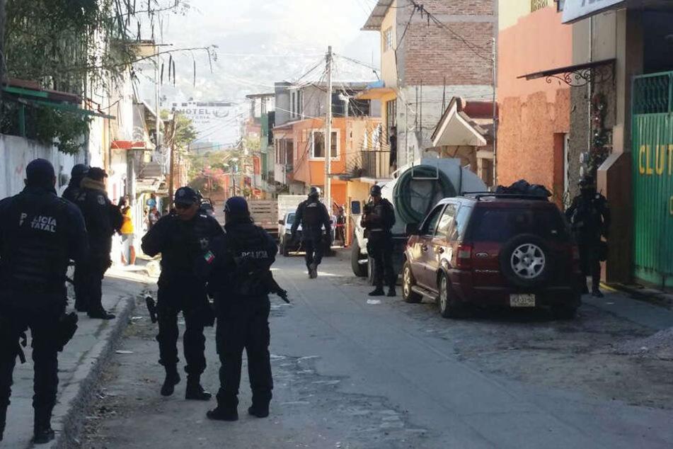 Bei einem Schusswechsel zwischen Banden sind neun Menschen getötet wurden.