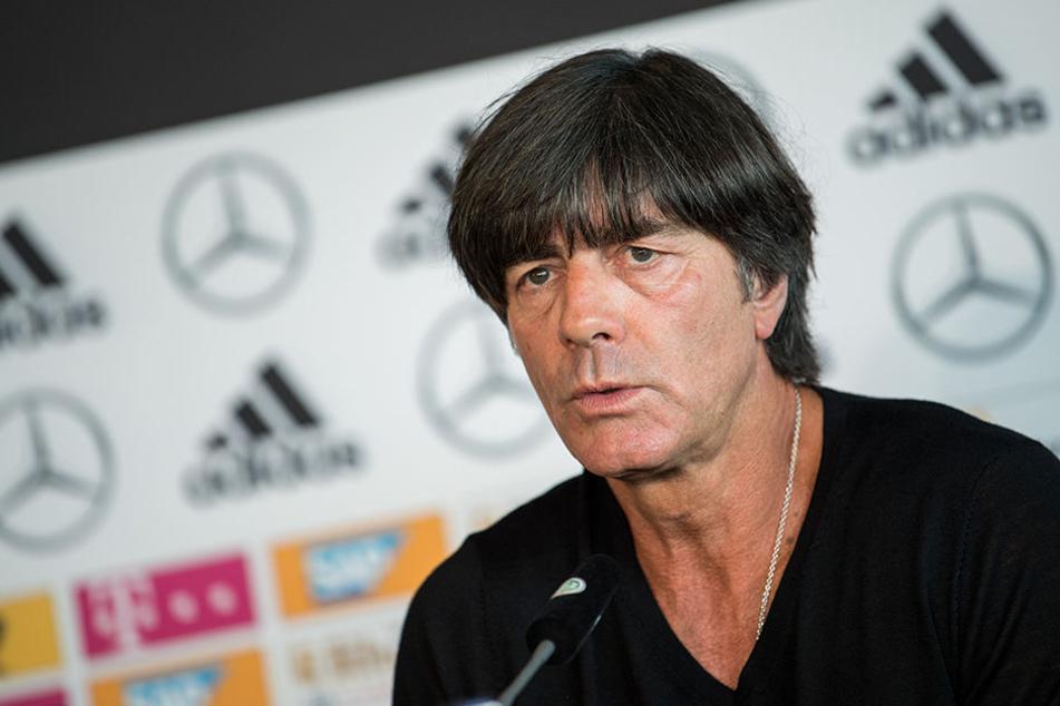 """Joachim Löw bezeichnete die Vorfälle in Prag am Sonntag als """"zutiefst verachtenswert""""."""