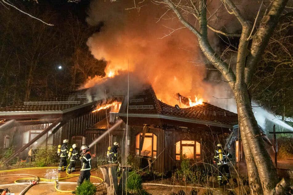 Meterhohe Flammen! Kita von Feuer zerstört