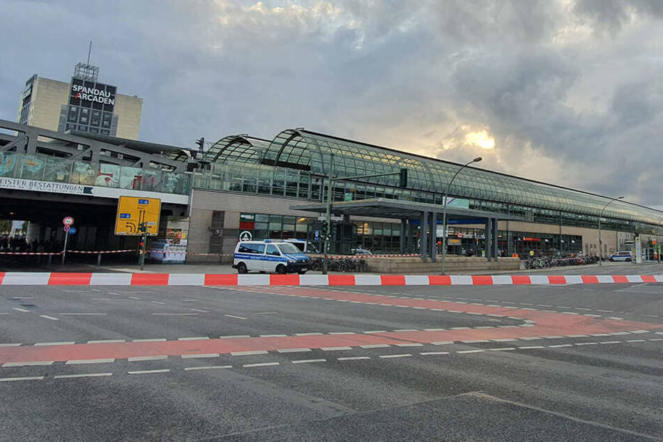Herrenloser Koffer sorgt für Polizeieinsatz in Berlin-Spandau