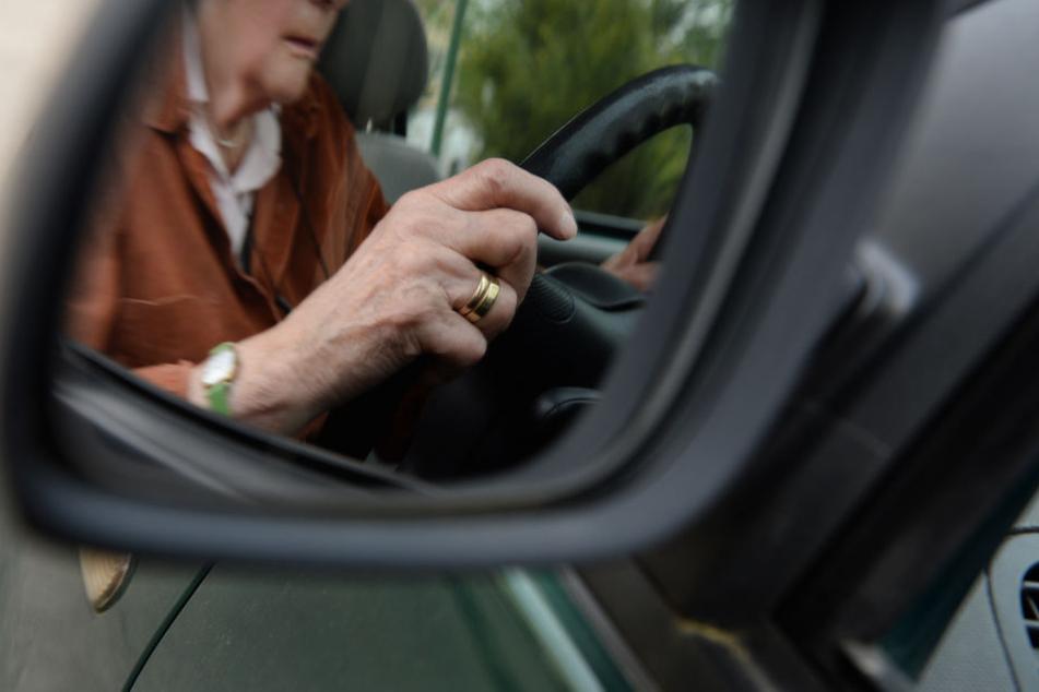 Eine 80-Jährige hat in Meiningen die Pedale verwechselt und einen Auffahrunfall gebaut.