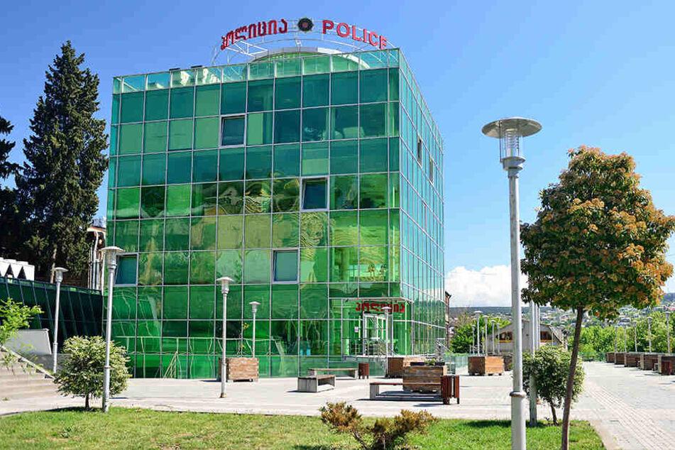 Im Polizeipräsidium in Tiflis wird der mutmaßliche Täter verhört.