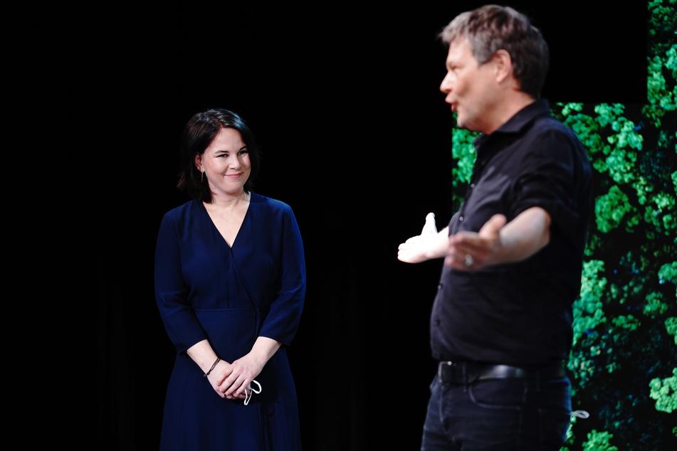 Robert Habeck (51,r) überließ Annalena Baerbock (49) den Posten als Kanzlerkandidatin der Grünen bei der Bundestagswahl.