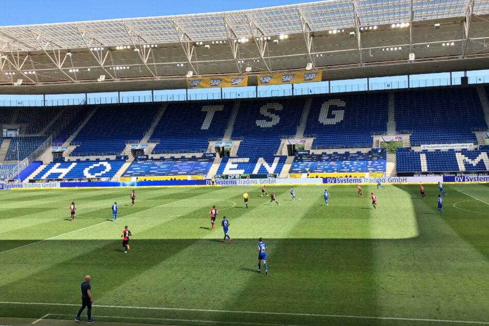 Vor leeren Rängen wird der VfB Stuttgart am Samstag in Sinsheim auf die TSG Hoffenheim treffen.