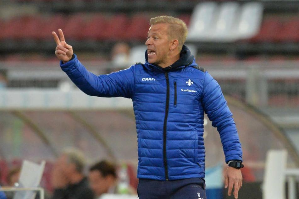Lilien-Coach Markus Anfang und die Spieler des SV Darmstadt 98 werden für die beiden Saisonspiele Quartier in Gernsheim am Rhein beziehen.