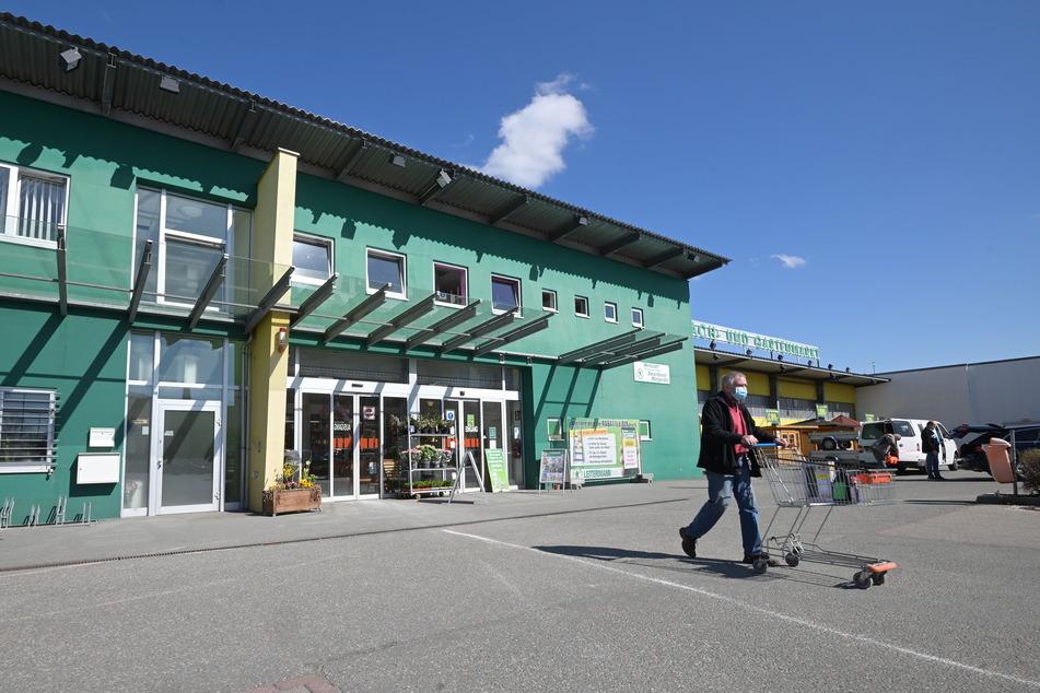 Beim Leitermann in der Zwickauer Straße können Kunden weiterhin Baumarkt-Produkte kaufen.