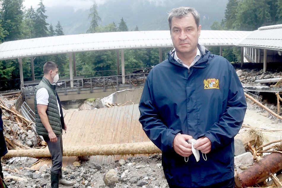 Markus Söder (54), Vorsitzender der CSU und bayerischer Ministerpräsident, steht bei der durch Unwetter zerstörten Bob- und Rodelbahn am Königssee.