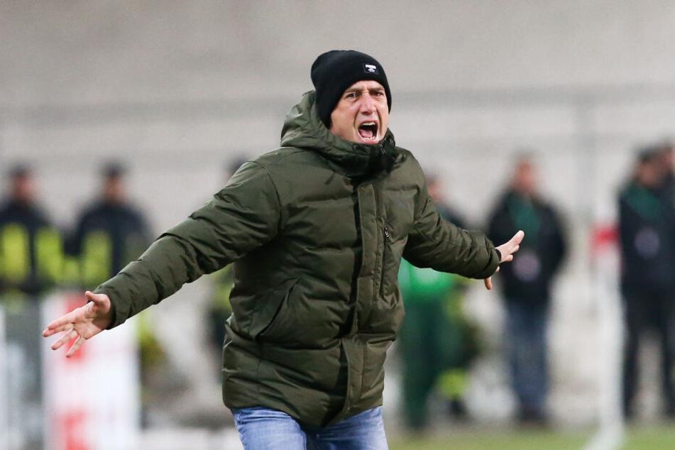 FSV-Coach Joe Enochs war enttäuscht von der Leistung seiner Mannschaft, viel mehr aber regte er sich über das unsportliche Verhalten der Gäste auf.