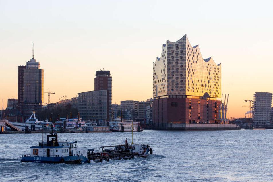 Die Elbphilharmonie ziert die Skyline von Hamburg.