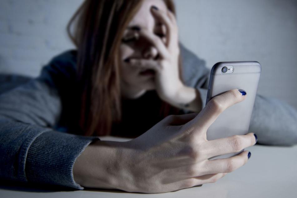 Wegen ihrem Mobiltelefon riskierte sie ihr Leben. (Symbolbild)