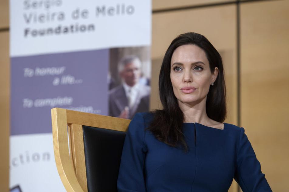 Angelina Jolie gab jetzt zu, das nach der Trennung ihr halbes Gesicht gelähmt war.