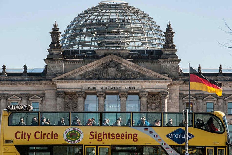 Ein Freizeitpark in Russland will den Berliner Reichstag nachbauen und Freizeitsoldaten darin üben lassen.