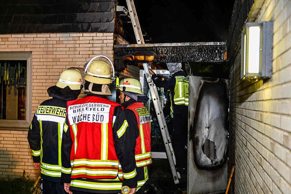Ein Dachbalken war bereits zum Opfer der Flammen geworden.