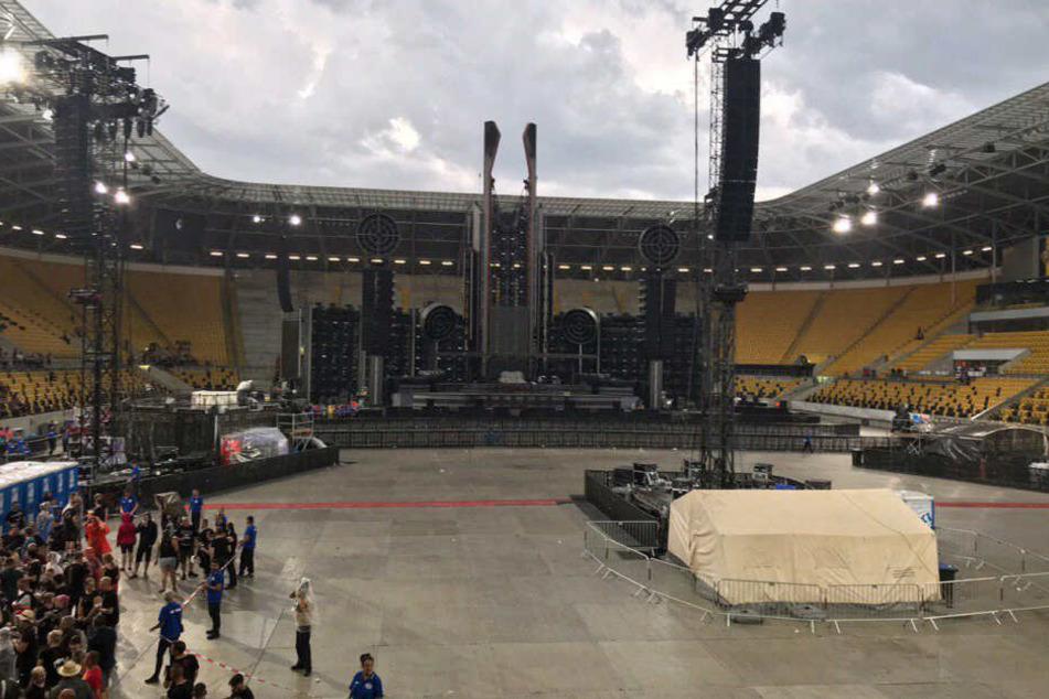 Der gesperrte Innenbereich vor der Bühne. Nach dem das Unwetter weiterzog, konnten die Fans zurück.