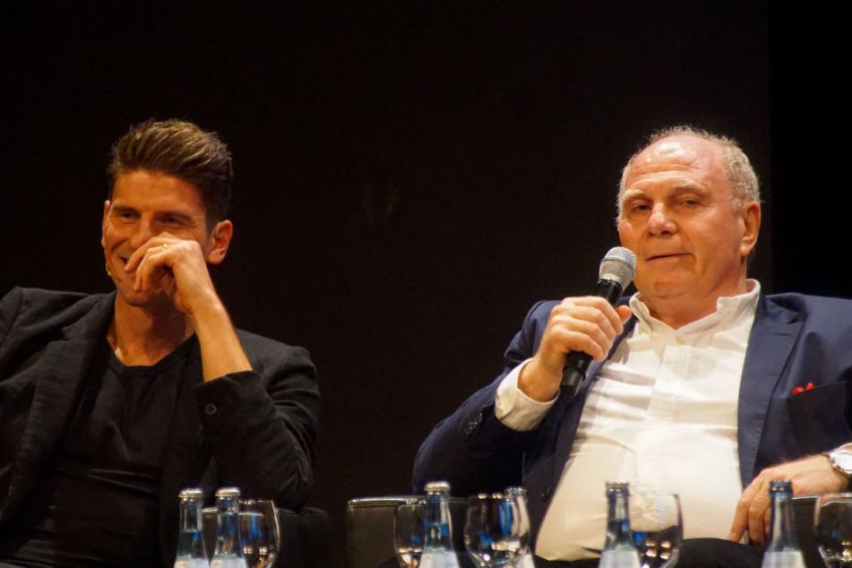 Zu Gast in einer Gesprächsrunde: VfB-Star Mario Gomez und FCB-Präsident Uli Hoeneß.