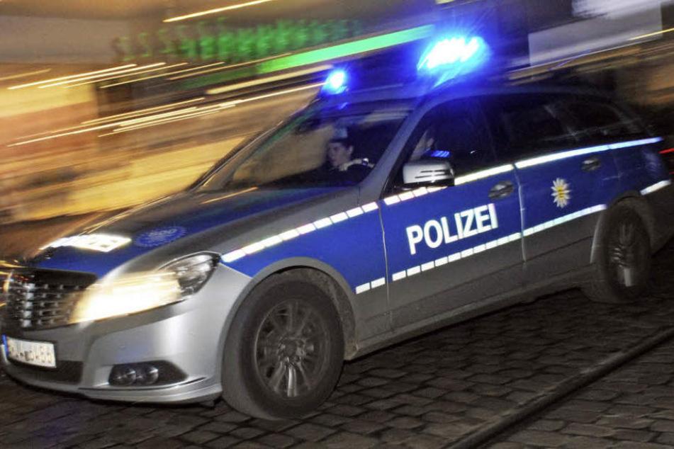 Weil er trotz Notrufs einem Jugendlichen keine Hilfe geschickt hat, muss am Donnerstag ein Polizist vor das Augsburger Amtsgericht (Symbolbild).