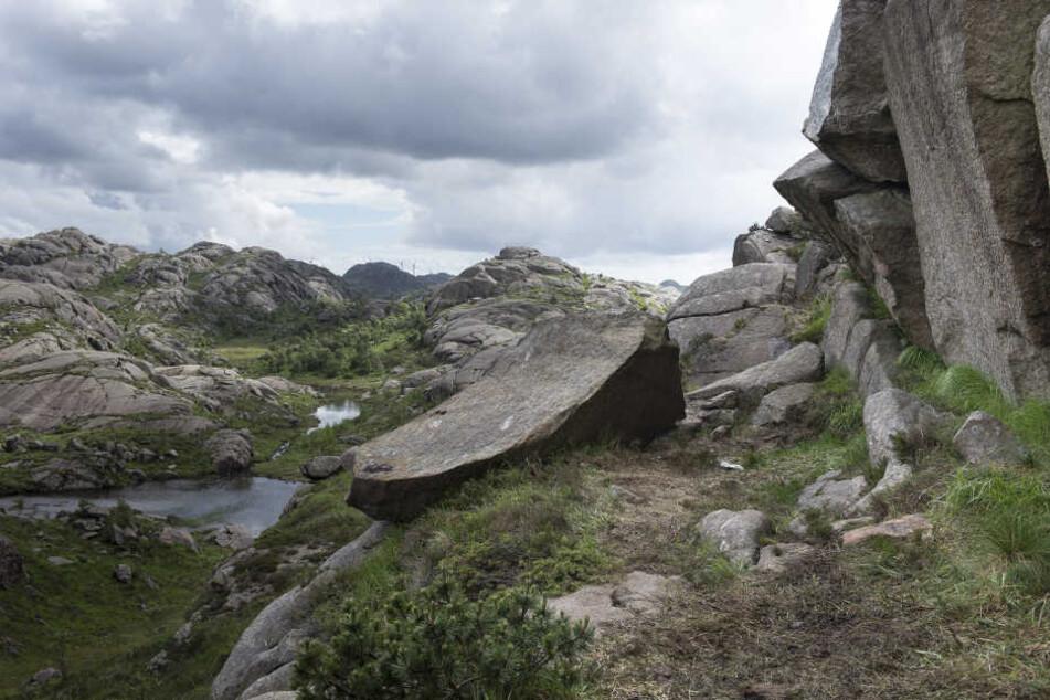 Der Phallus-Stein wurde offenbar mit einer Bohrmaschine abgetrennt.