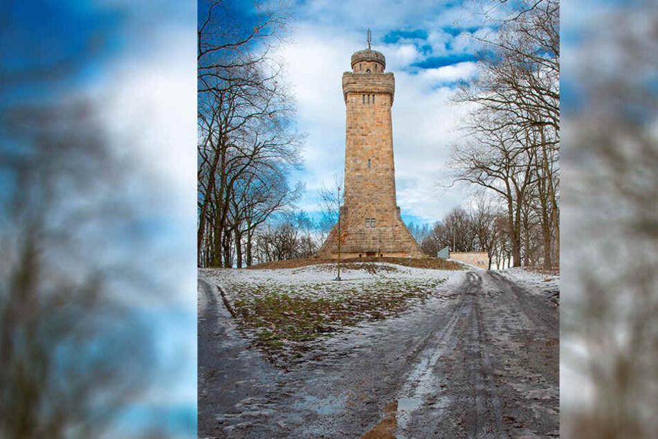 Dieser Turm in Glauchau ist ein zu Ehren von Otto von Bismarck errichtetes Denkmal. Er ist das Wahrzeichen der Stadt Glauchau und der höchste heute noch existierende Bismarckturm.