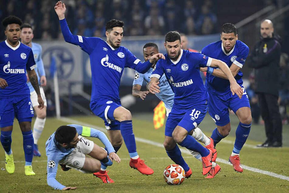 Schalke warf sich mit aller Macht in die Zweikämpfe, gewann so viele Bälle und startete auch immer wieder gute Angriffe.