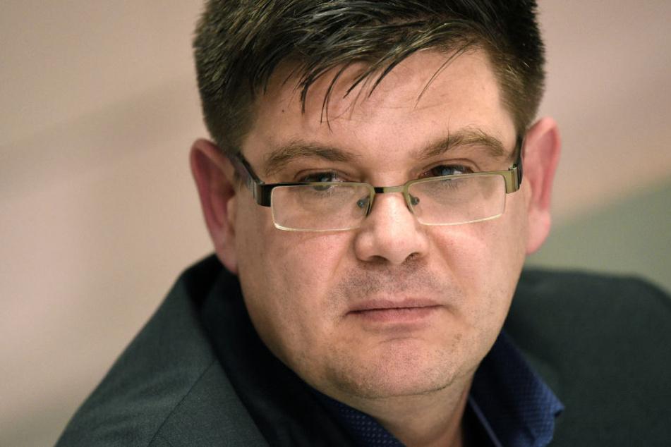 Berlins Regierender Bürgermeister Michael Müller (SPD) will den wegen seiner Stasi-Vergangenheit umstrittenen Berliner Bau-Staatssekretär Andrej Holm (46, parteilos) entlassen.